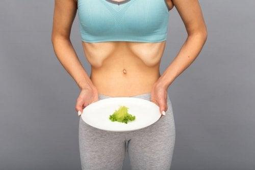 Mulher com sinal de anorexi