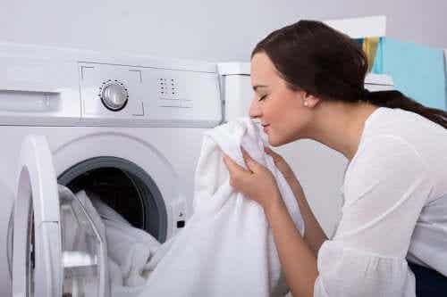 Odor de umidade nas roupas: como tirá-lo