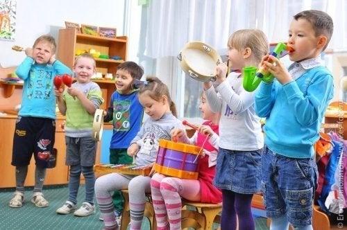 A música é uma das brincadeiras colaborativas