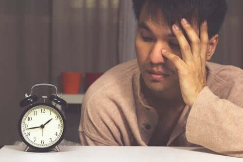Tenho sono mas não consigo dormir