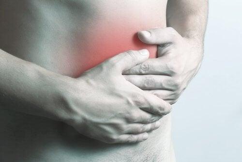 Homem com dor abdominal