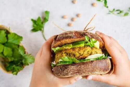 2 tipos de hambúrgueres veganos para provar