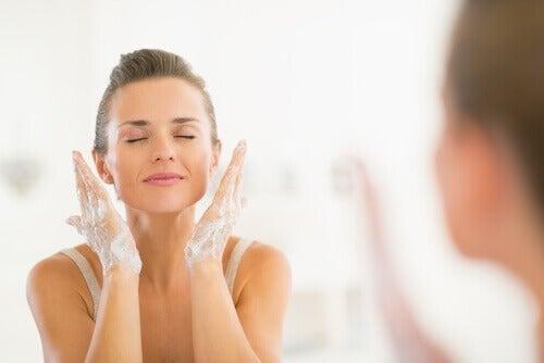 Rotina de limpeza facial
