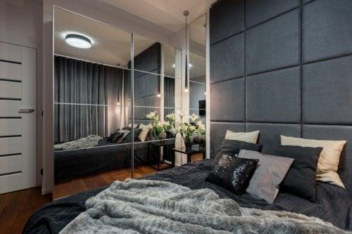 Ganhe espaço no quarto com caixas embaixo da cama