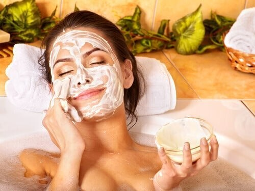 Máscara para manter a pele jovem aos 40