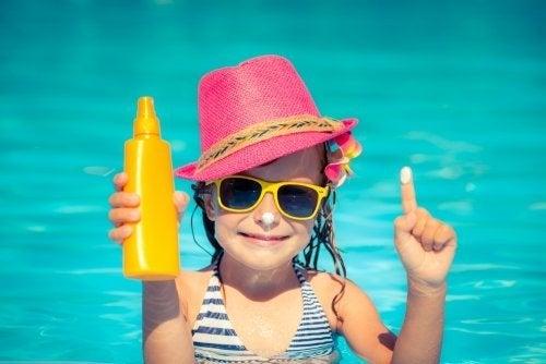 Os óculos de sol para crianças são uma excelente proteção