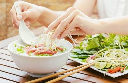 Salada com brotos de lentilha