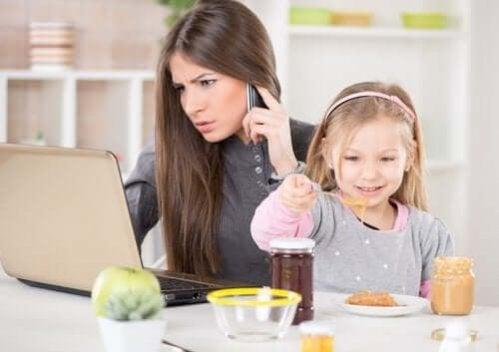 Trabalhar e ser mãe: a arte de ser multitarefa