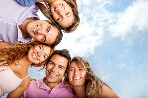 Os amigos ajudam a liberar endorfinas