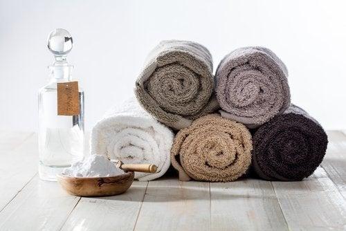 Como limpar as toalhas com bicarbonato de sódio