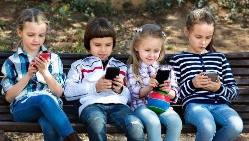 Crianças e redes sociais no século XXI