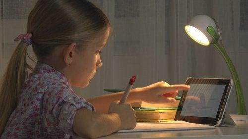As crianças e a tecnologia.
