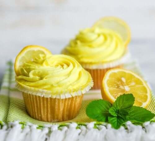 Cupcakes veganos de limão e manjericão