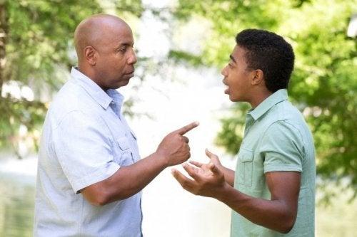 Discusão entre pai e filho