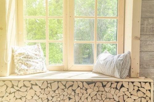 Cuidar de móveis de madeira protegendo-os do sol