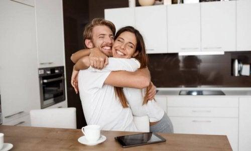 Morar juntos ajuda a poupar dinheiro