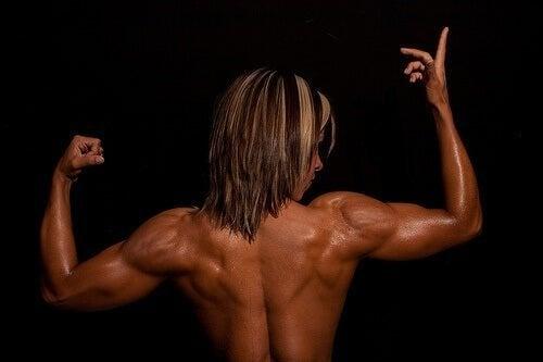 Pessoa com músculos