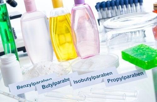 5 componentes tóxicos dos cosméticos que podem fazer mal à pele