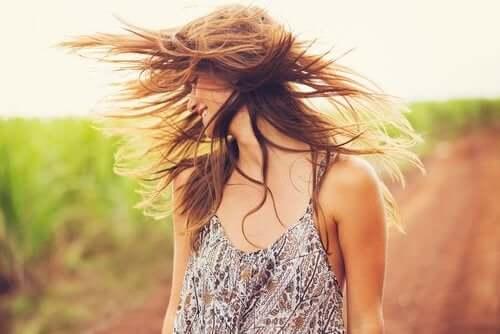 Tratamento com argila e óleo de coco para revitalizar o cabelo