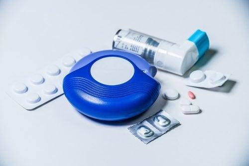 Tratamento de asma por aerossolterapia