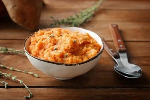 3 receitas saudáveis de purê de batata-doce
