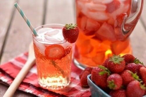 Morangos para preparar água com sabor