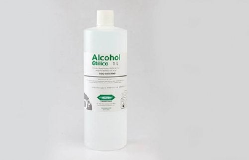 Álcool para remover resíduos de adesivos