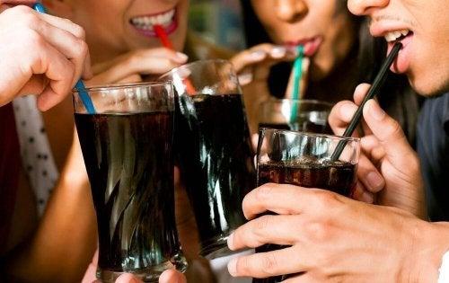 Para cuidar do coração é preciso evitar bebidas açucaradas