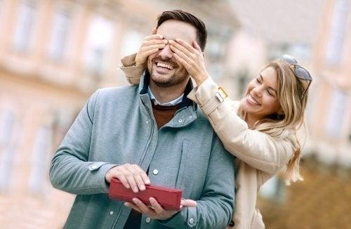 7 ideias de presentes de aniversário para o noivo