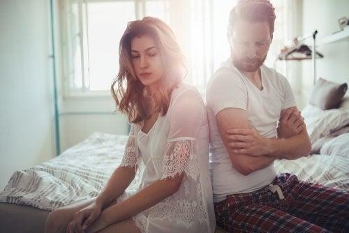 Casal tendo probemas de comunicação