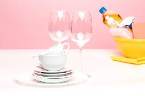 5 receitas para fazer um detergente para lavar a louça caseiro