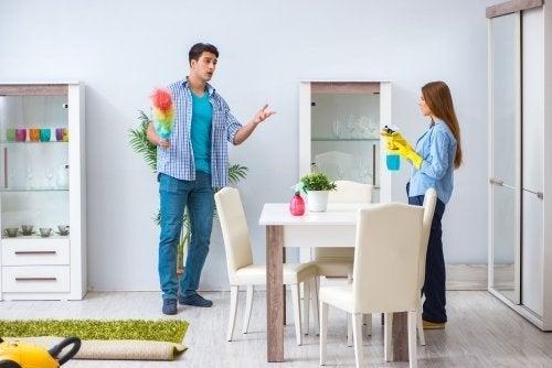 Discussões sobre quem limpa a casa