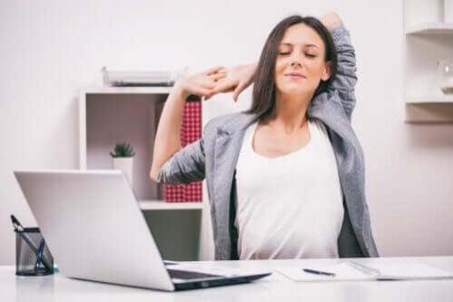 Os melhores exercícios de alongamento que ajudarão você a perder peso