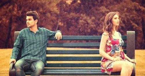 A falta de diálogo e de atenção são sinais de distanciamento