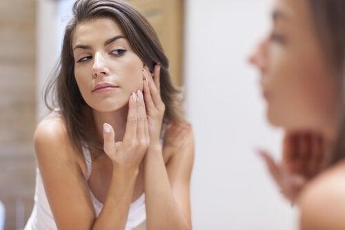 Mulher com alergia na pele