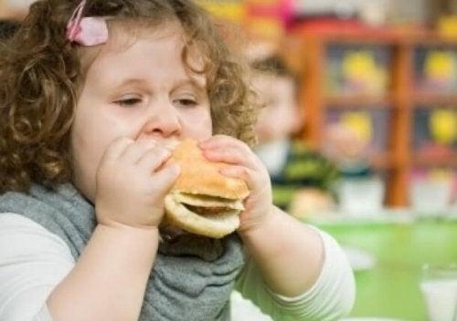 Mude os hábitos alimentares de seu filho