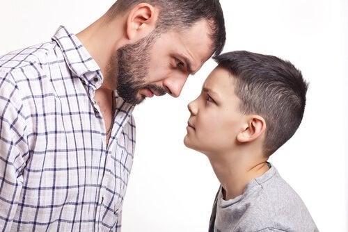 Os pais devem orientar a criança que mente