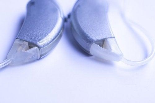 As partes do implante coclear