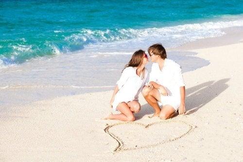 A praia é uma ideia perfeita de lua-de-mel