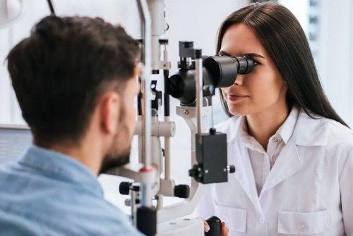Controle com oftalmologista