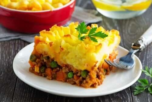 Torta de carne e batatas muito fácil de preparar em casa
