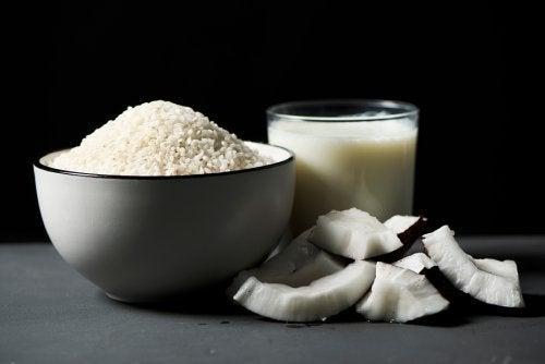 Receita caseira tradicional de arroz com coco