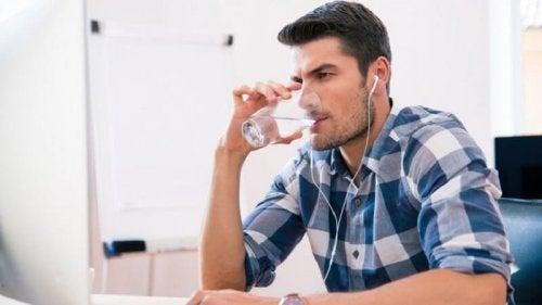 Beba mais água para aumentar o volume de sêmen