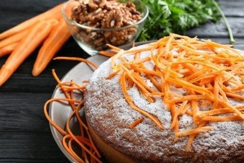 Como fazer bolo de cenoura sem açúcar?