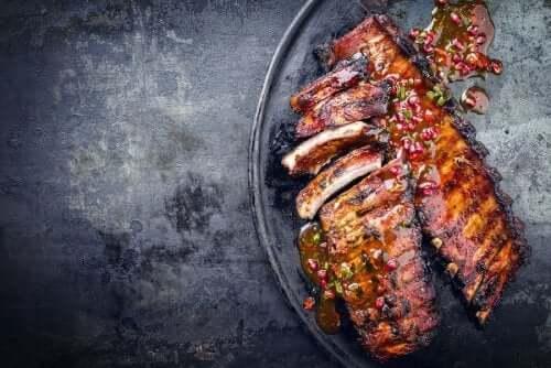 Prepare deliciosas costelas de porco grelhadas com esta receita incrível