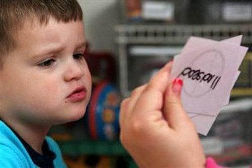 Criança com atraso psicomotor