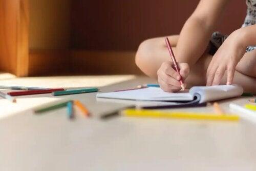 Colorir mandalas para melhorar a atenção