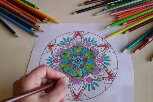 Mandalas coloridas para desenvolver a atenção