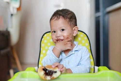 Alimentos saudáveis para crianças de 1 a 3 anos não inclui doces