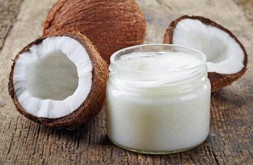 Cremes à base de café e óleo de coco para a pele